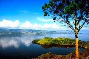 Melihat Keindahan Danau Toba dari Bukit Simarjarunjung